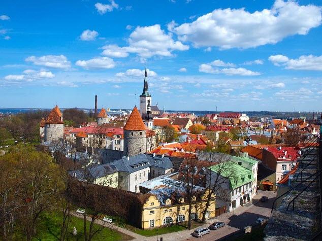 Vista de la ciudad de Tallín - Capitales Bálticas  Arawak Viajes