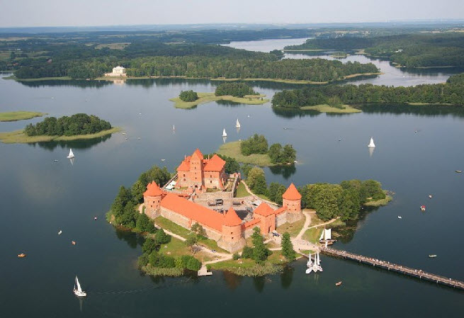 Castillo de Trakai, en Vilna - Capitales Bálticas - Arawak Viajes